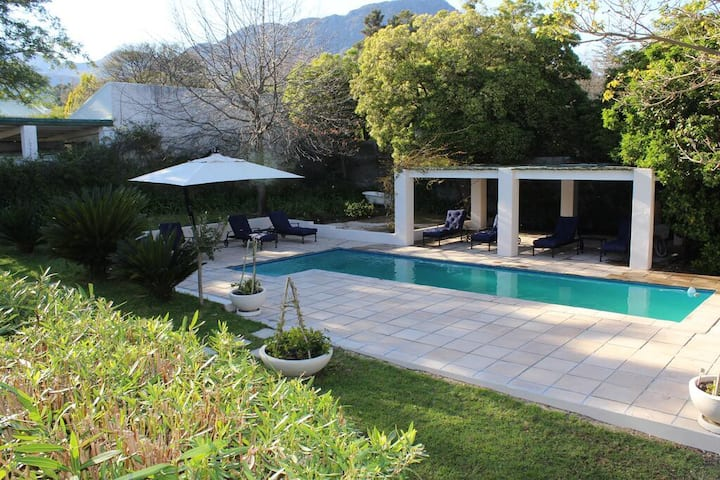 Shiny Suite Double Bed At Franschhoek