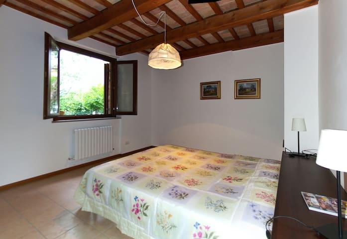 Villa with large garden in Sarnano - Sarnano - Villa