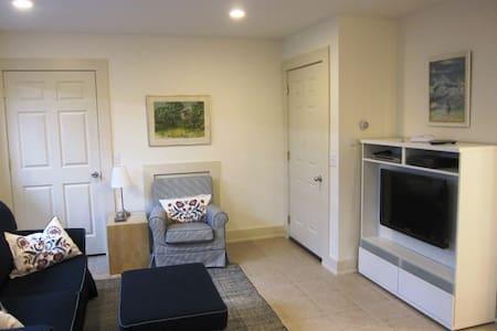 37 Foster--Garden Level Studio - Chautauqua - Apartment