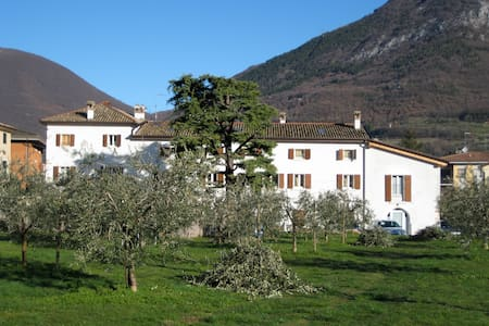 Relaxed base-camp in Caprino - Caprino Veronese - Lejlighed