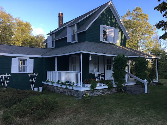 Charming Pemaquid Cottage