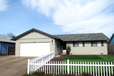 Salem 3 br/2ba Family Neighborhood  - Keizer - Haus
