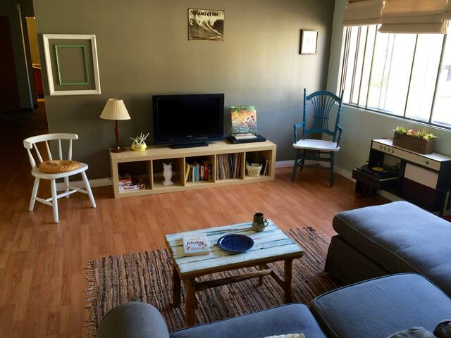 Shabby Chic 2bdrm Apt- walk Dt&45 min to Big White - Kelowna