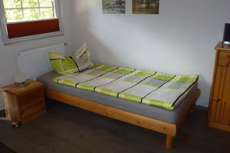 """""""Haus Anka"""" für Feriengäste und Monteure am Alfsee - Rieste - Cabane"""