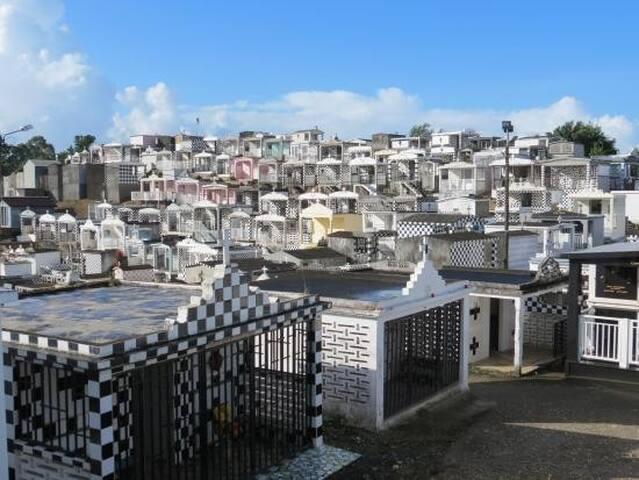"""Le cimetière de Morne-à-l'eau classé """" Monument historique """""""