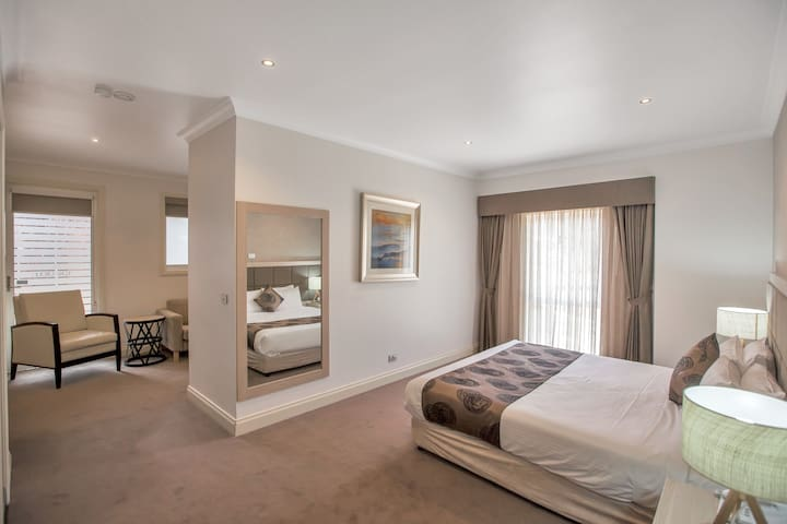 Studio Apartment at Century Inn Traralgon