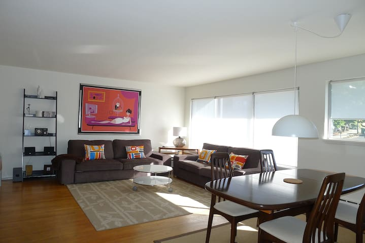 Large Modern Unit - 3 blocks from the light-rail - Apartments for ...