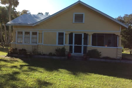 Historic home with plenty of room for dogs - Fort Pierce