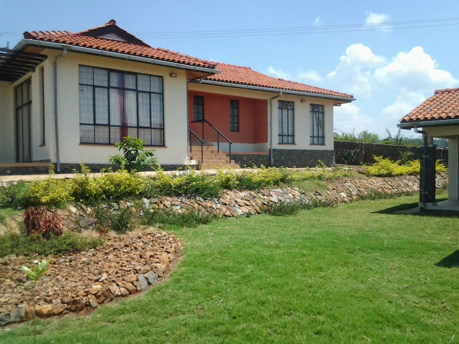 Beautiful Bungalow With Lake View Houses For Rent In