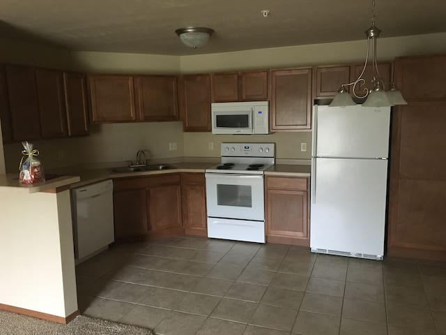 New 1BD 15 mins from Lambeau Field - De Pere - Flat