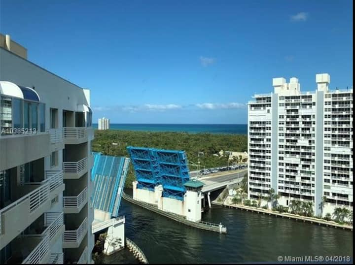 Ocean view, Hilton amenities , walk to beach, mall