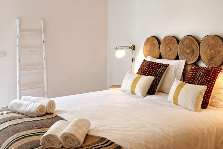 After enjoying a day out in Troia have a tranquil sleep in the cozy Bedroom!