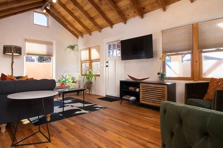 Casa Alma del Lobo~ Railyard~Extended Stays