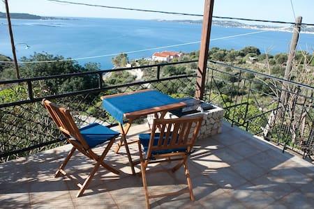 Μεζονέτα #01 στο Λιμνιόνι, Φάρσα - Kefallonia - Talo