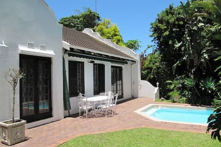 Christie's Lodge - Pinetown - Bed & Breakfast