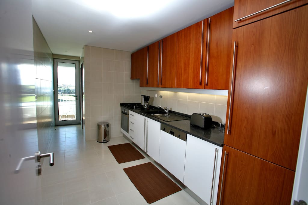 Fully equipped kitchen with direct access to veranda
