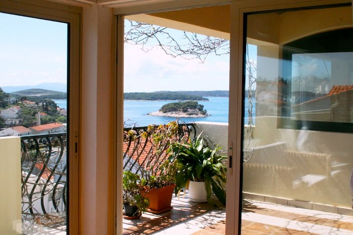The Swallow's Nest, Spacious Studio - Hvar - Pis