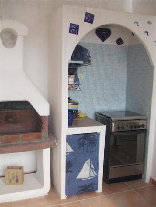 la cucina esterna e il barbecue