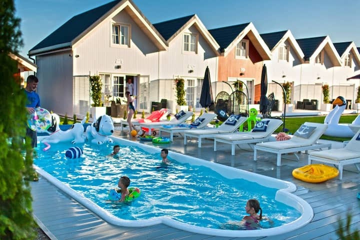 Sunny cottages in Mielno. Large area, swimming pool, playground, animations