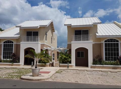 Luxury 2BD 2BA Condo with tranquil views in KGN