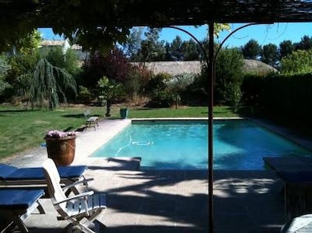 Great house with pool 10mn from Aix