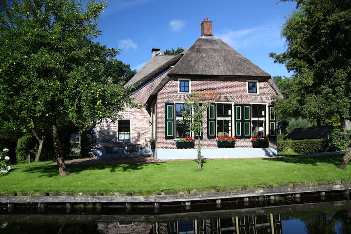 Idyllic luxury house in Giethoorn