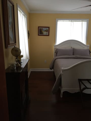 Beautiful Farm Home (Full size bed) - Williamston - บ้าน