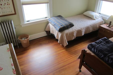 Private room 12 Miles West of NYC#3 - Montclair