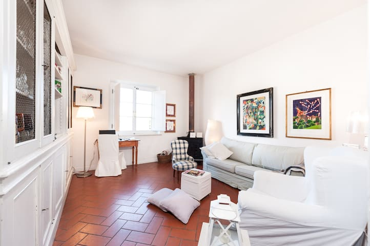 Detached double room in quiet apt - Florenz