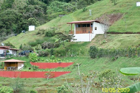 Mountain view efficiency apartment - Cartago