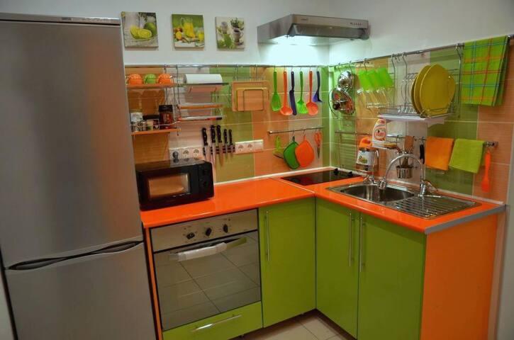 Kitchen - has everything you need + separate faucet with 3-step drinking water treatment.  Кухня - есть все необходимое + отдельный кран с многоступечатой очисткой  питьевой воды.