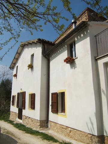 COUNTRY HOUSE FOR RENT SUMMER TIME - Cingoli - Hus