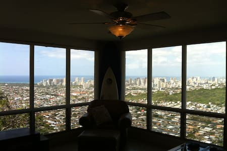 Hawaii Home Overlooking Paradise - Honolulu