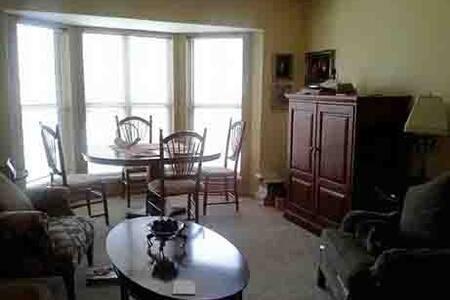 Fox Point/Glendale Room for Rent - Glendale - Apartment