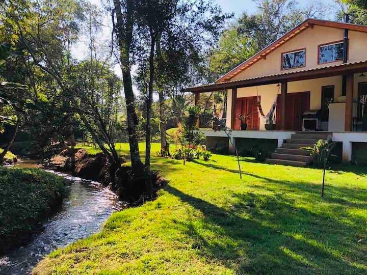 Casa a 6 km Gonçalves 14 k de São Bento ,acomoda 9