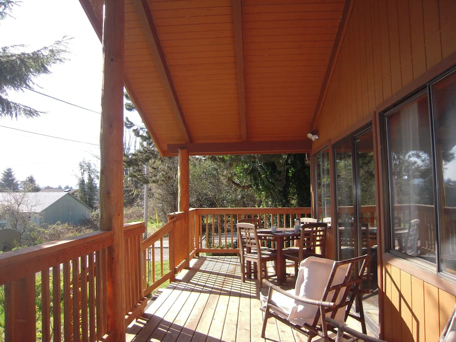 Outdoor Dining/Covered Porch-Vaulted Ceiling