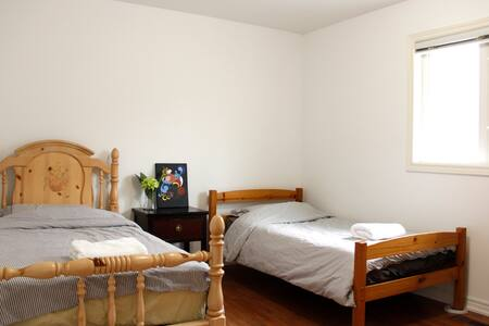 Cozy & Quiet Room near Finch Subway (Female only)
