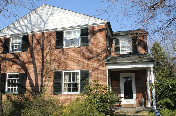 Fully Furnished Bright & Spacious 4 Bedroom Home - Baltimore - Ev