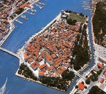 Top 20 Cera Villa And Bungalow Rentals - Airbnb Cera, Šibensko ... Leichte Schritte Veranda Erfrischen