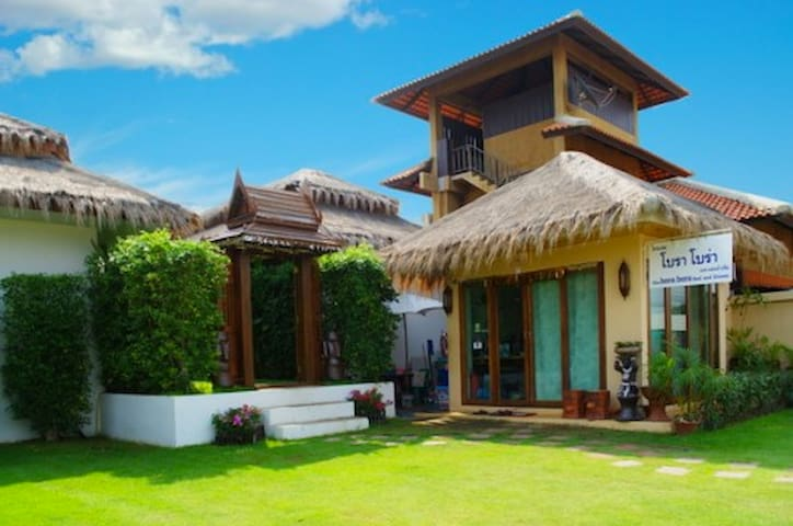 Beachfront Bungalows for 10 persons