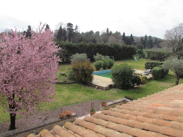 Maison au calme, proche d'Avignon - Mas-Blanc-des-Alpilles - บ้าน
