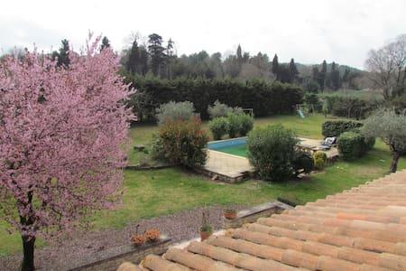 Maison au calme, proche d'Avignon - Mas-Blanc-des-Alpilles