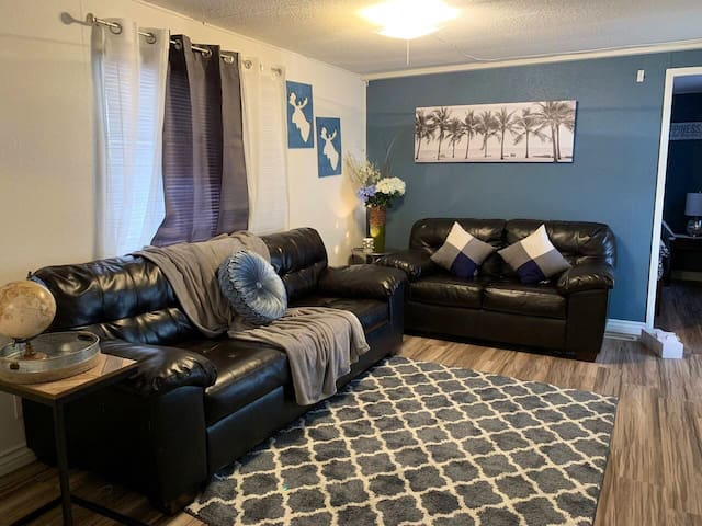 *NEW LISTING* COMFY CASITA FREE WIFI & PARKING