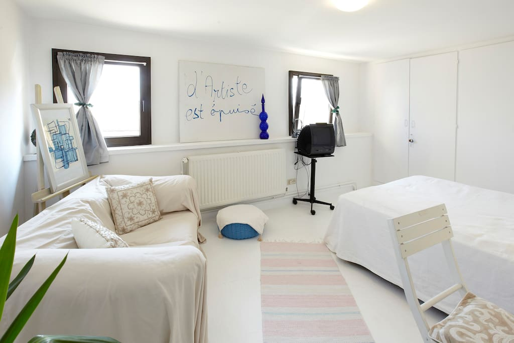 Votre chambre au 2 étage calme et lumineuse....
