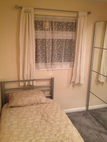 Double Room in Worth (Near Gatwick) - Crawley - Daire