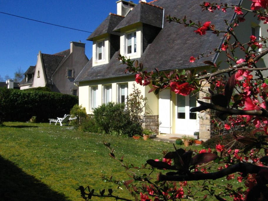 Intera casa con giardino a morgat case in affitto a - Case con giardino in affitto ...