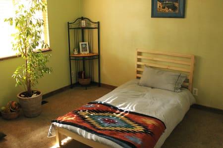 Quaint, cozy, mountain home - Truckee