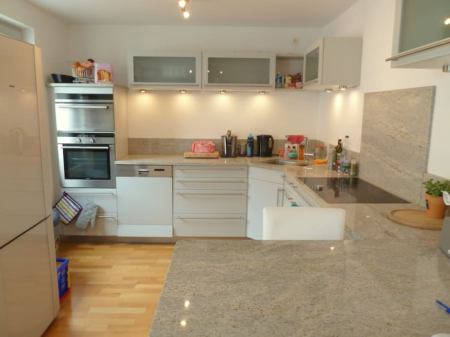 Kitchen with high end amenities, everything you´ll need