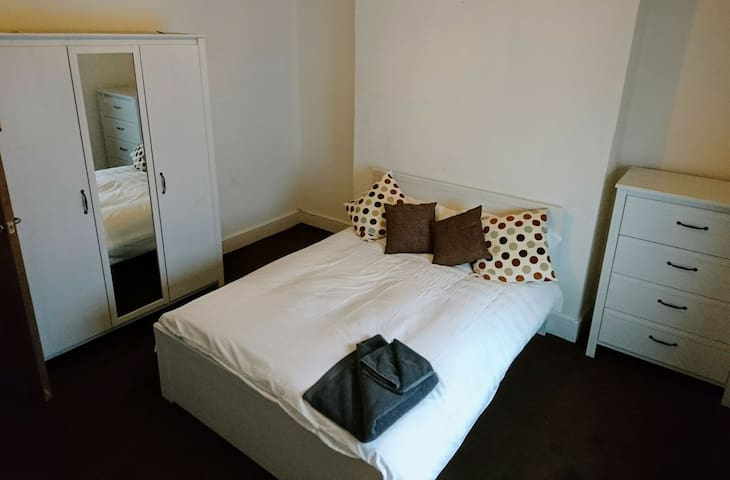 Double Bedroom GFR Det House with Secure Parking - Leicester - Ev