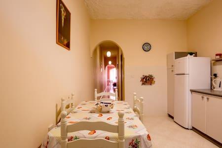 Bonne Vie Apartment - Munxar - Apartment - 2